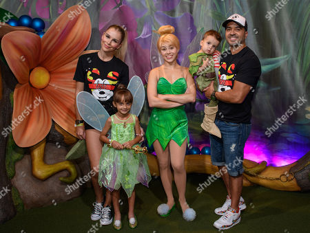 Luis Fonsi, wife Agueda Lopez and family