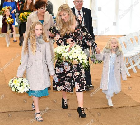Jennifer Phillips .  - 12/10/17 Wife Jennifer Phillips Arrives With Daughters Abigail (l) And Sophie (r). - A Memorial To Murdered PC David Phillips Of Merseyside Police Is Unveiled At Hamilton Square Gardens Birkenhead Merseyside.