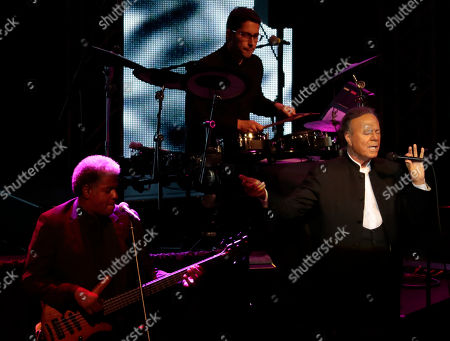 Spanish singer Julio Iglesias (R) performs during his jubilee concert at the State Kremlin palace in Moscow, Russia, 17 October 2018. Iglesias is marking 50 years of his singing career.