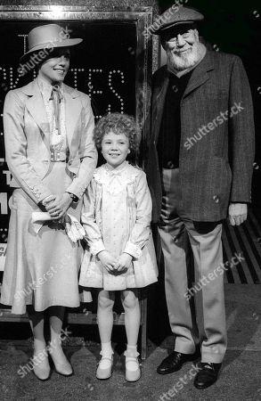 Ann Reinking, Aileen Quinn and John Huston