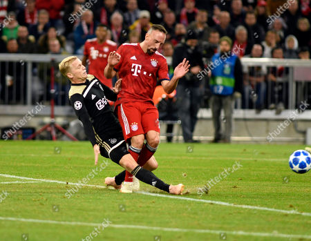 Frank Ribery  (vo)  -  Matthijs de Ligt    Football Champions League  Spiel  FC Bayern Muenchen  -  Ajax Amsterdam 02.10.2018  in Muenchen. DFL regulations prohibit any use of photographs as image sequences and / or quasi-video.