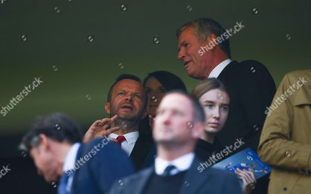 Manchester United Executive Vice Chairman Ed Woodward chats to former Chairman David Gill
