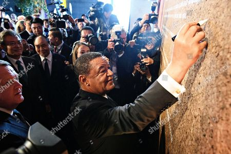 President of Ethiopia Mulatu Teshome (C) signs the P4G agreement at the end of the P4G Summit during day two of the P4G summit at the DR Koncerthuset in Copenhagen, 19 October 2018. P4G stands for Partnership for Green Growth and the Global Goals 2030 and is a global initiative which Denmark, along with South Korea, Ethiopia, Vietnam, Chile, Mexico and Kenya are involved in.