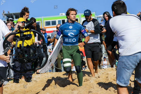 Australia's Julian Wilson (C) during the MEO Rip Curl Pro Portugal 2018 surfing event as part of the World Surf League (WSL) at Praia dos Super Tubos in Peniche, Portugal, 20 October 2018.