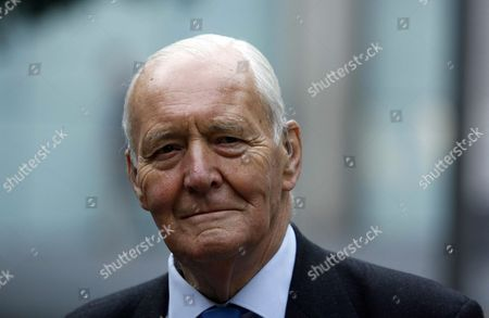 Stock Photo of Tony Benn MP at Southwark Crown in support of Big Brother contestant Carole Vincent