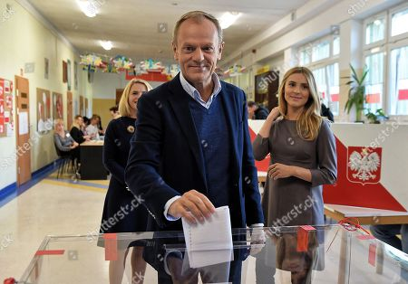European Council President Donald Tusk (C) with his wife Malgorzata Tusk (L) and daughter Katarzyna Tusk (R) cast their votes at a polling station in Sopot, Poland, 21 October 2018. Poles are to elect nearly 47,000 district, county and provincial councillors and close to 2,500 district heads and town and city mayors. There are over 30 million Poles eligible to vote.