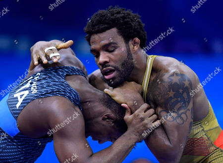 Frank Chamizo Marquez (blue) of Italy and US Jordan Ernest Burroughs fight during their bronze medal bout in the men's freestyle 74 kg category of Wrestling World Championships, in Budapest, Hungary, 21 October 2018.