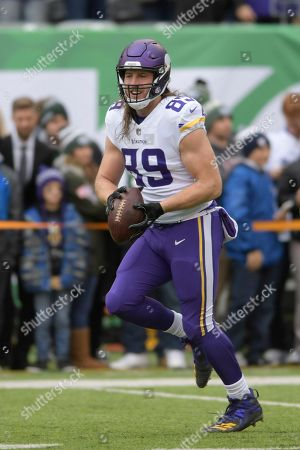 Minnesota Vikings tight end David Morgan (89) warms up before an NFL football game, in East Rutherford, N.J
