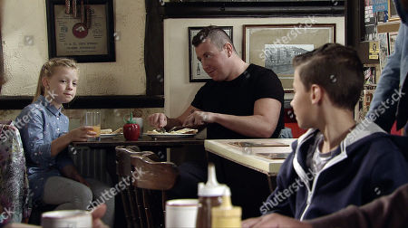 Stock Photo of Ep 9594 Wednesday 24th October 2018 - 1st Ep Jack Webster, as played by Kyran Bowes, spots Lila, as played by Isla Nield, the girl who sat next to him at holiday club. Kevin Webster, as played by Michael Le Vell, realises Jack's smitten.