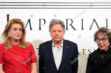 (L-R) French actress Catherine Deneuve, architect Christian de Portzamparc and Japanese artist Fujiko Nakaya pose for a photo during a photo call for the 30th Praemium Imperiale in Tokyo, Japan, 22 October 2018. The Praemium Imperiale is a global arts prize awarded annually by the Japan Art Association. Five laureates are nominated in the fields of Painting, Sculpture, Architecture, Music and Theatre/Film. For its 30th edition, the Praemium Imperiale awards have been given to French painter Pierre Alechinsky, Japanese artist Fujiko Nakaya, French architect Christian de Portzamparc, Italian conductor Riccardo Muti and French actress Catherine Deneuve. Pierre Alechinsky and Riccardo Muti didn't attend the press conference.