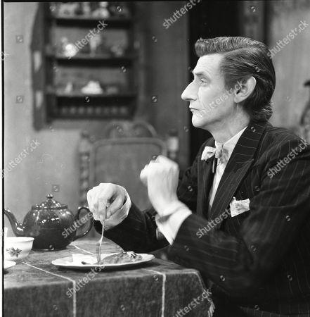 Gordon Rollings (as Charlie Moffitt)