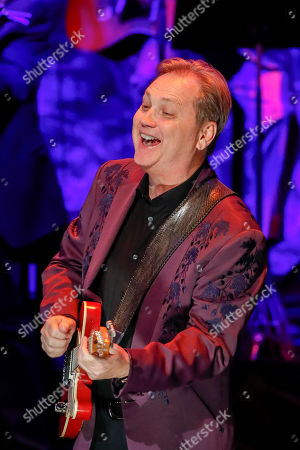 Steve Wariner performs at the 2018 Medallion Ceremony at the Country Music Hall of Fame and Museum, in Nashville, Tenn