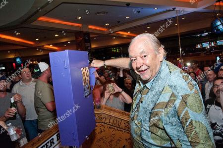 Robin Leach, hosts closing night, Iconic Center Bar at Hard Rock Hotel & Casino