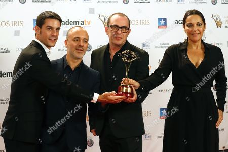 Alejo Sauras (L), Javier Gutierrez (2-L) and Cristina Plazas (R) pose with the Best Fiction Serial award for 'Estoy vivo' (I'm alive) during the TV Iris Awarding Ceremony held in Madrid, Spain, 23 October 2018.