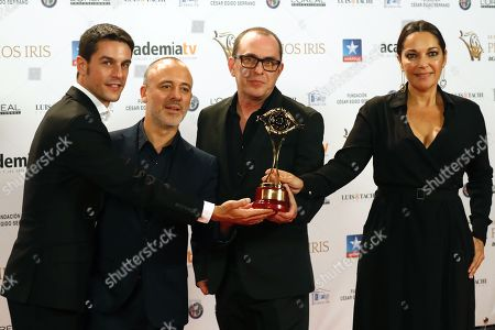 Spanish director Carlos Sedes (C) holds his Iris Award for the Best Direction for the TV Series 'Farinas' as he poses with Spanish actors Alejo Sauras (L), Javier Gutierrez (2-L) and Cristina Plazas (R) during the TV Iris Awarding Ceremony held in Madrid, Spain, 23 October 2018.