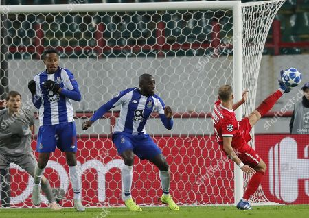 Benedikt Howedes (R) of FC Lokomotiv Moscow in action against Marega (C), Eder Militao (2nd-L) and Iker Casill (L) of FC Porto during the UEFA Champions League Group D soccer match between Lokomotiv Moscow and Porto at the Lokomotiv stadium in Moscow, Russia, 24 October 2018.