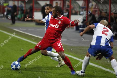 Manuel Fernandes (C) of FC Lokomotiv Moscow in action against Jesus Crona (L) and Maxi Pereira (R) of FC Porto during the UEFA Champions League Group D soccer match between Lokomotiv Moscow and Porto at the Lokomotiv stadium in Moscow, Russia, 24 October 2018.