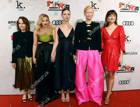 "Jessica Harper, Chlose Grace Moretz, Mia Goth, Tilda Swinton, Dakota Johnson. Suspiria"" cast members Jessica Harper, from left, Chloe Grace Moretz, Mia Goth, Tilda Swinton and Dakota Johnson pose together at the premiere of the film at the ArcLight Hollywood, in Los Angeles. Harper also was a cast member in the original ""Suspiria"" film in 1977, directed by Dario Argento"