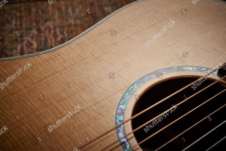 Detail Of The Sitka Spruce Top On A Faith Pje Legacy Mars Electro-acoustic Guitar