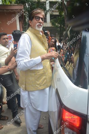 Amitabh Bachchan spotted at Durga Puja pandal in Khar