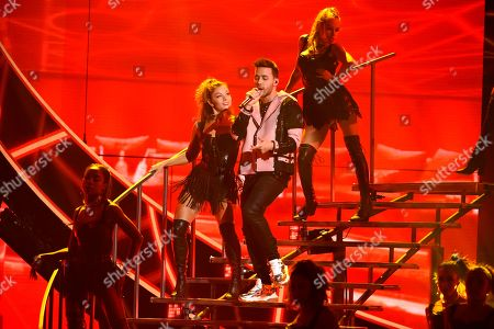 """Prince Royce performs """"El Clavo"""" at the Latin American Music Awards at the Dolby Theatre, in Los Angeles"""