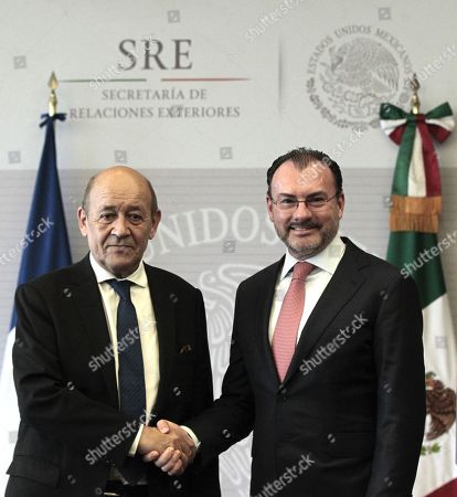 Mexican Secretary of Foreign Affairs Luis Videgaray (R) shakes hands with his French counterpart Jean-Yves Le Drian (L) at the Foreign Relations Secretariat, in Mexico City, Mexico, 25 October 2018.