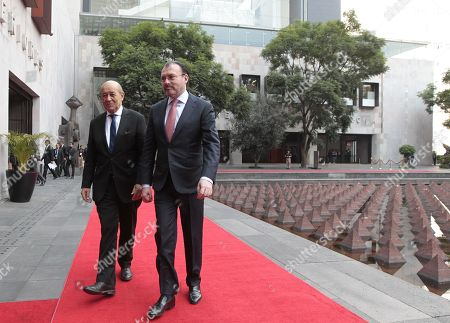 Mexican Secretary of Foreign Affairs Luis Videgaray (R) welcomes his French counterpart Jean-Yves Le Drian (L) at the Foreign Relations Secretariat, in Mexico City, Mexico, 25 October 2018.