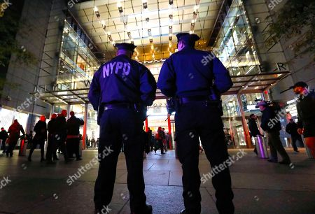 New York City police investigate a suspicious package inside the Time Warner Center at Columbus Circle in New York, New York, USA, 25 October 2018. After about one hour police gave the all clear and deemed the incident a 'false alarm.' The incident occurred in a heightened security environment in the wake of several improvised explosives that were mailed to several prominent political figures, including former US President Barack Obama and philanthropist George Soros.