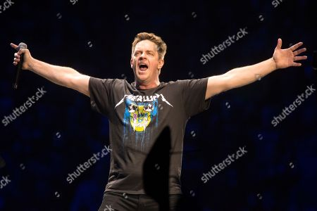 """Jim Breuer warms up the crowd before Metallica perform in concert during their """"WorldWired Tour"""" at The Wells Fargo Center, in Philadelphia"""