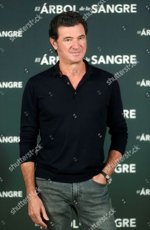 Julio Medem poses for photographers during the presentation of his latest film 'Arbol de la Sangre' (The Tree of Blood) in Madrid, Spain, 26 October 2018. The movie will premiere on 02 November.