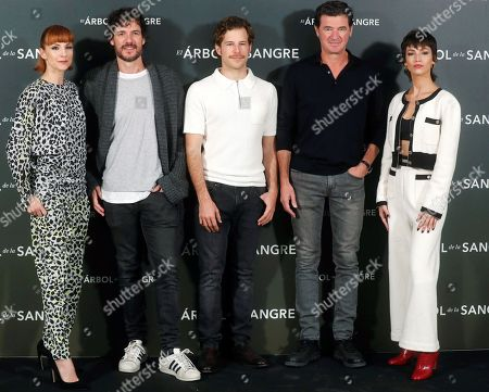Julio Medem (2-R) poses for photographers with Spanish actors and cast members Najwa Nimri (L), Ursula Corbero (R), Daniel Grao (2-L), and Alvaro Cervantes (C), during the presentation of his latest film 'Arbol de la Sangre' (The Tree of Blood) in Madrid, Spain, 26 October 2018. The movie will premiere on 02 November.