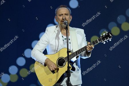 Scottish-Australian singer-songwriter, Colin Hay performs during the closing ceremony of the Invictus Games in Sydney, Australia, 27 October 2018. The Sydney Invictus Games, at which wounded or sick armed services personnel and veterans will compete, will take pklace until 27 October 2018.