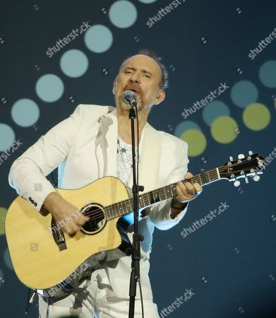 Colin Hay of Men At Work performs at the Closing Ceremony at the Invictus Games at the Qudos Bank Arena