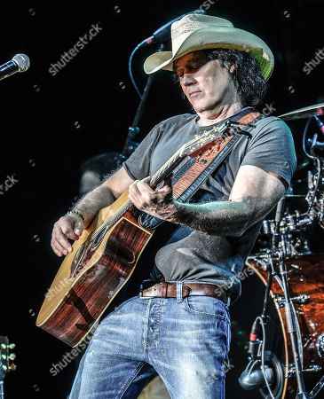 Singer/Songwriter David Lee Murphy