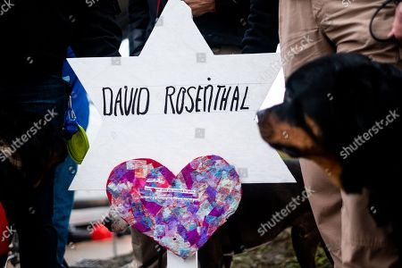 A temporary grave with the name David Rosenthal writting on it.