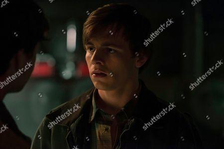 Ross Lynch as Harvey Kinkle