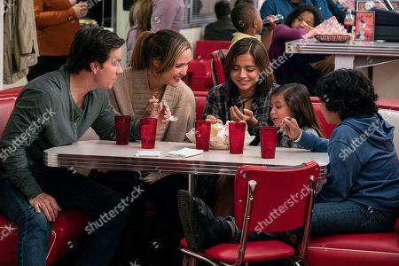 Mark Wahlberg as Pete, Rose Byrne as Ellie, Isabela Moner as Lizzy, Julianna Gamiz as Lita, Gustavo Quiroz as Juan