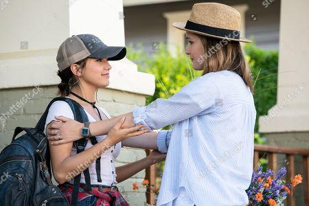 Isabela Moner as Lizzy, Rose Byrne as Ellie