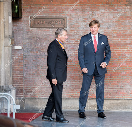 Piet Hein Donner and King Willem-Alexander at the extraordinary meeting of the Council of State on the occasion of the farewell of Vice President Donner.