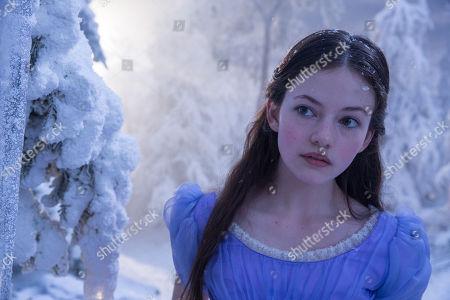 Mackenzie Foy as Clara