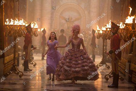 Mackenzie Foy as Clara, Keira Knightley as Sugar Plum