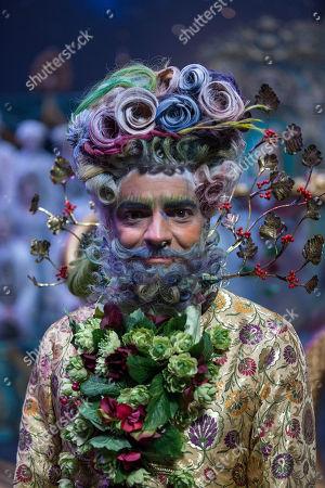 Eugenio Derbez as Hawthorne