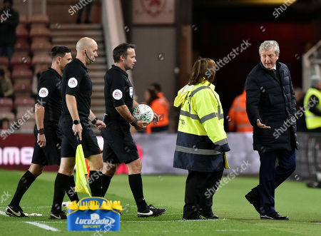 Crystal Palace manager Roy Hodgson argues with referee Paul Tierney at half time after Lewis Wing of Middlesbrough scored deep into injury time