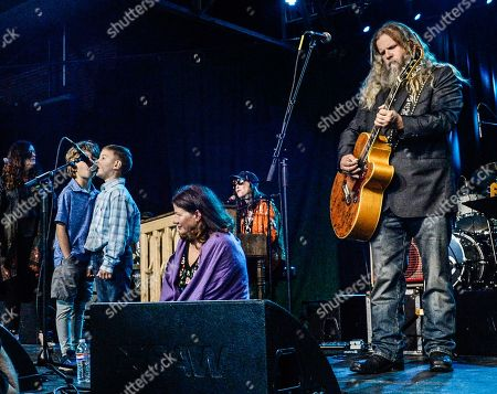 Jennifer Eddy (Jessi's daughter) TJW's grandchildren, daughter Michelle White Jessi Colter and Jamey Johnson perform