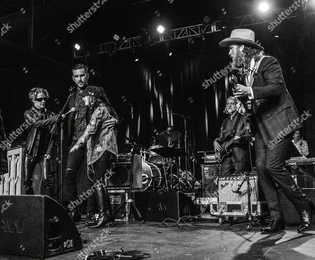 """Brothers Osborne T.J. Osborne and John Osborne are joined onstage by Shelby Lynn and Jessi Colter to perform """"Polk Salad Annie"""""""