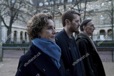 Debra Winger as Bernice Tavner, Michael Dorman as John Tavner, Julian Richings as Peter Icabod