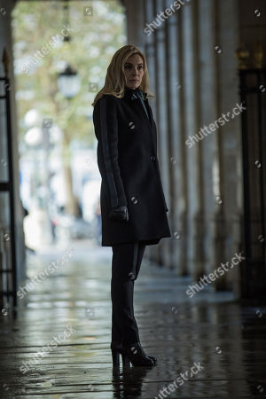 Aliette Opheim as Detective Agathe Albans