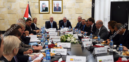 Palestinian Prime Minister Rami Hamdallah chairs a meeting with Consuls, ambassadors and representatives of the European Unionon in the West Bank city of Ramallah, on November 1, 2018. Photo by Prime Minister Office