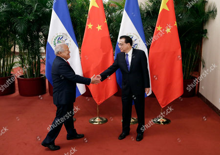 China's Premier Li Keqiang (R) shakes hands with El Salvador's President Salvador Sanchez Ceren (L) during their meeting at the Great Hall of the People in Beijing, China, 02 November 2018.