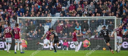 Johann Berg Gudmundsson (Burnley) scores a goal to equalise during the Premier League match between West Ham United and Burnley at the London Stadium, London